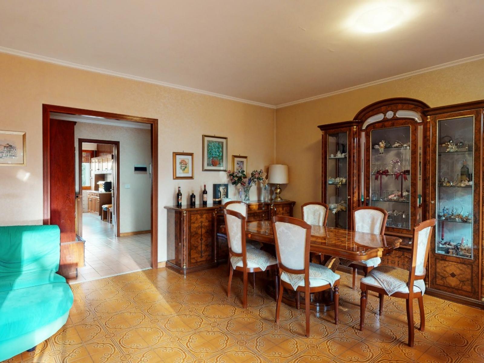 In vendita Quadrilocale Zona Laurentina Montagnola Roma   Salone e sala da pranzo