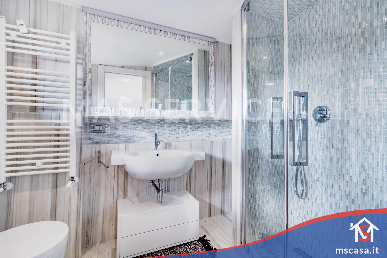Trilocale in vendita Zona Eur - Mostacciano Roma |  Bagno con doccia in muratura