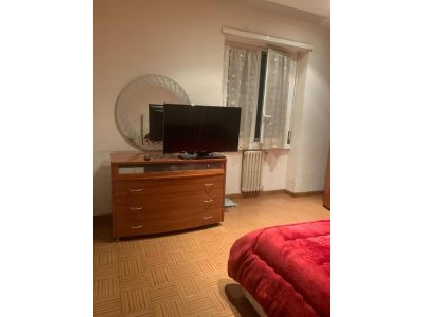 appartamento in vendita Piazza della Radio zona Marconi Camera da Letto dettaglio finestra
