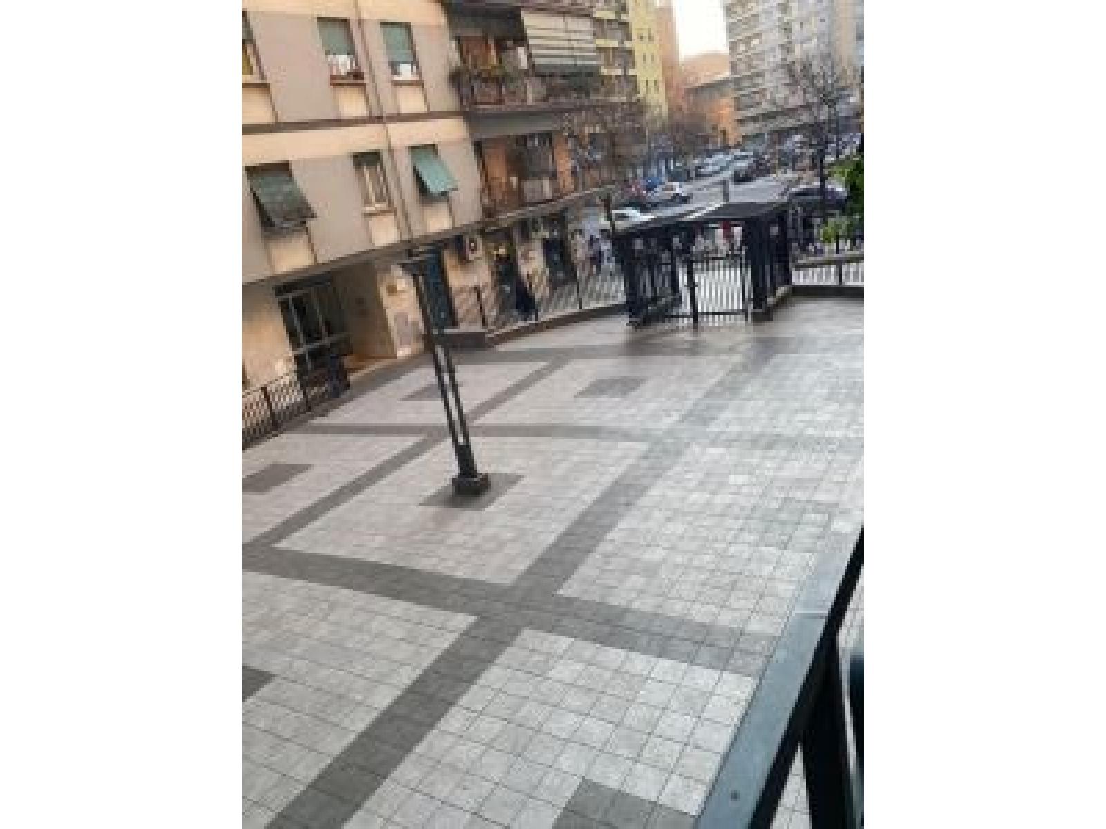 appartamento in vendita Piazza della Radio zona Marconi Cortile Entrata Stabile