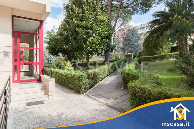 Quadrilocale in affitto zona Rinnovamento a Roma Vista Giardino Condominiale