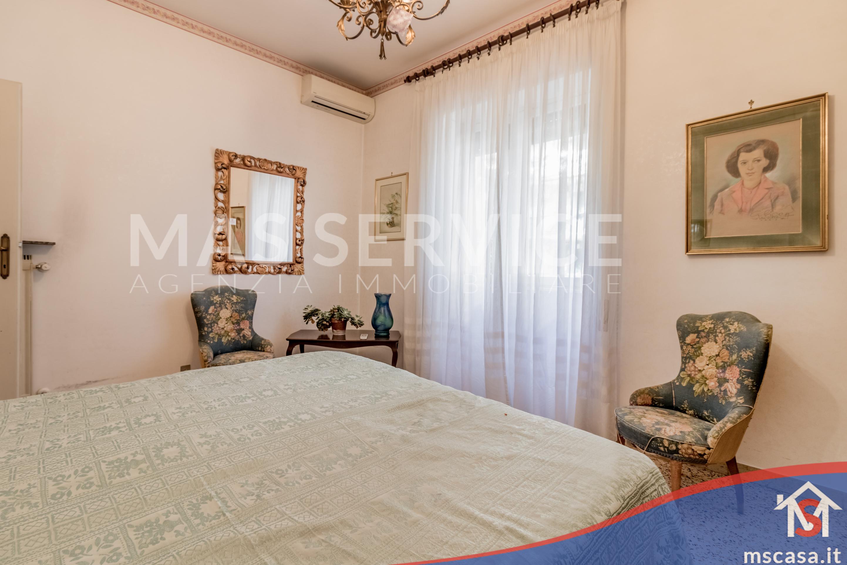 Trilocale in vendita zona Montagnola a Roma Camera Matrimoniale dettaglio fInestra
