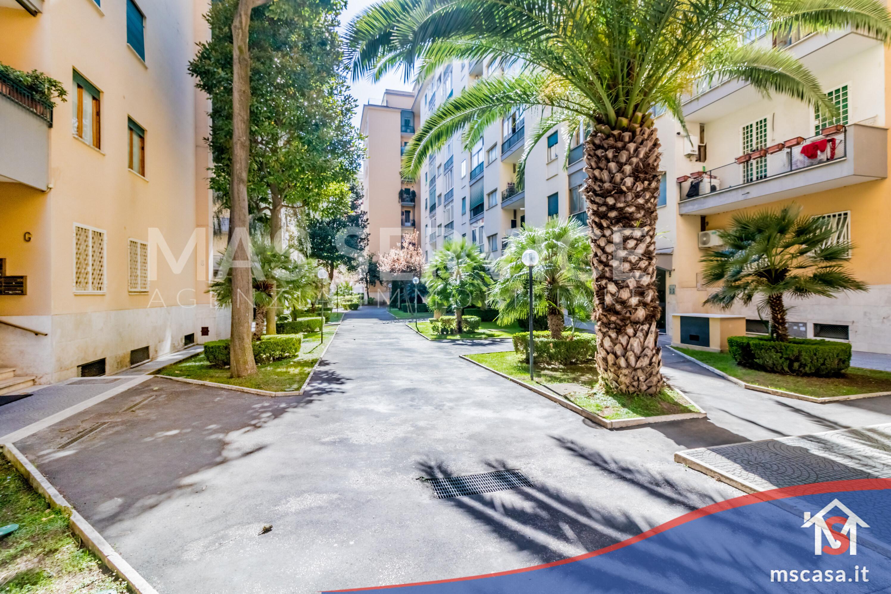 Trilocale in vendita zona Montagnola a Roma Giardino Condominiale