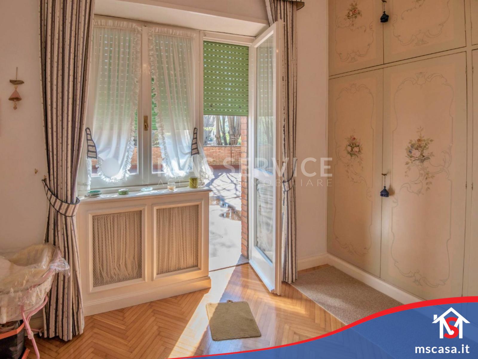 Quadrilocale in vendita zona Laurentina a Roma Vista  3 Camera da letto dettaglio finestra