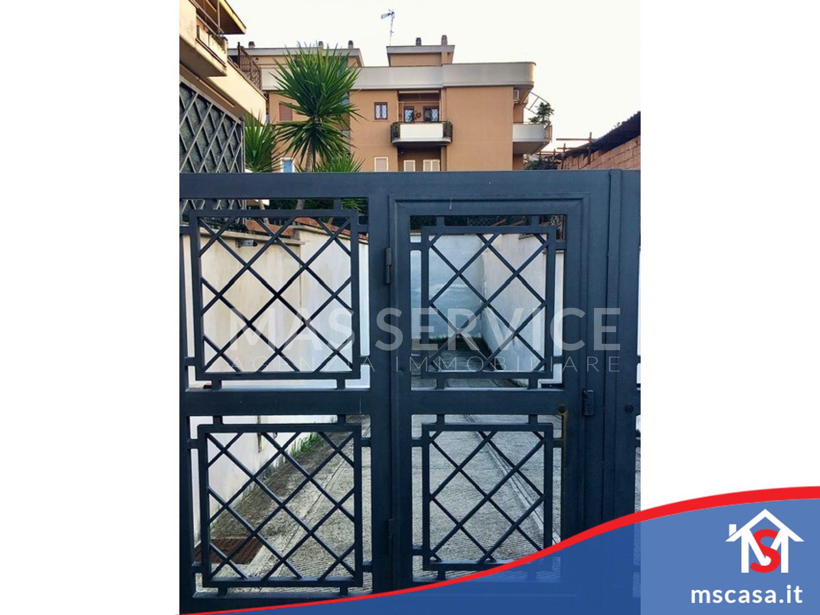 Monolocale in vendita zona Bravetta a Roma Vista Ingresso Stabile