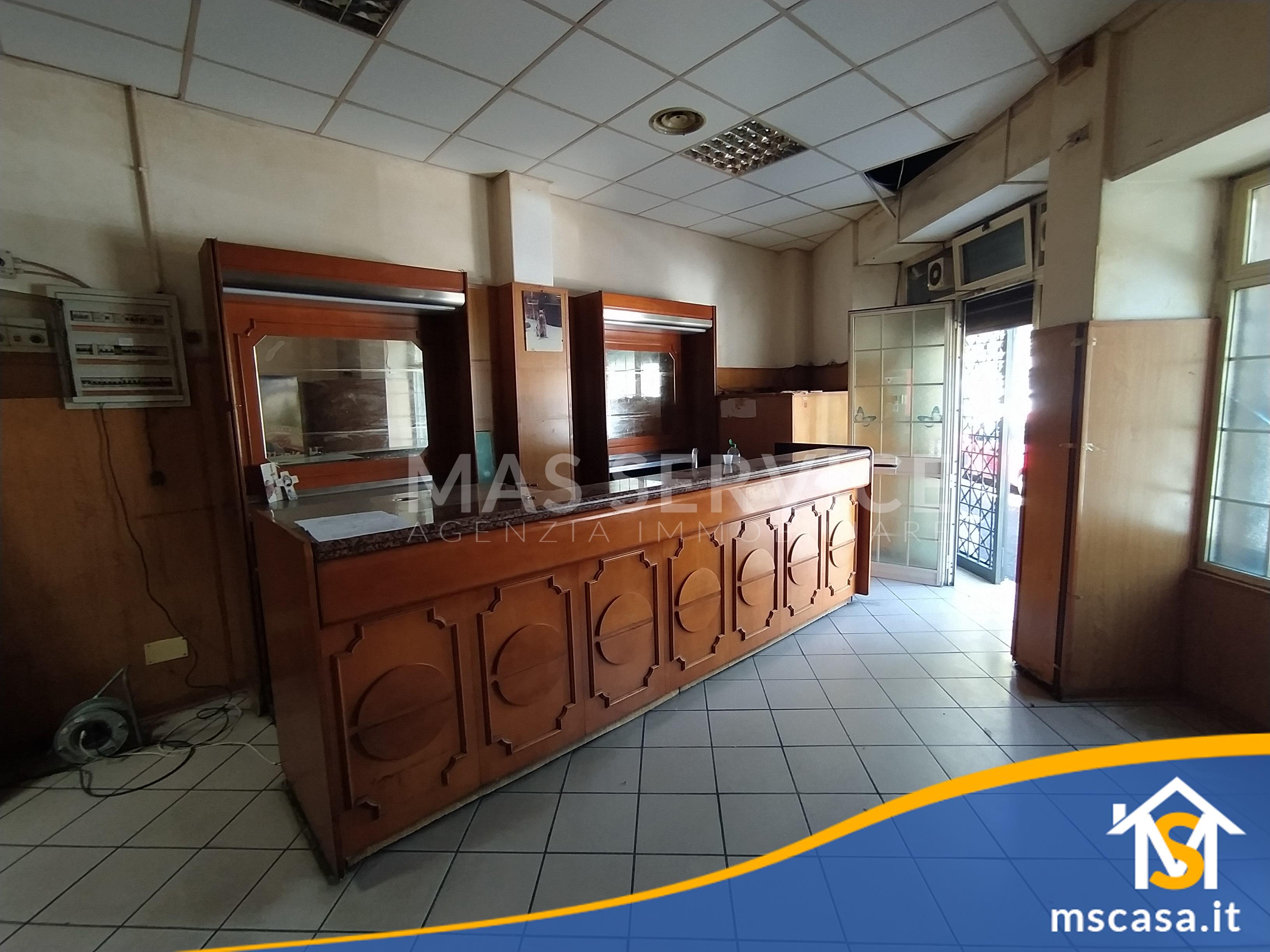 Locale Commerciale in affitto zona Garbatella a Roma Vista Entrata